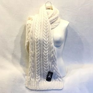 NWT🌟 H&M off white knitted scarf